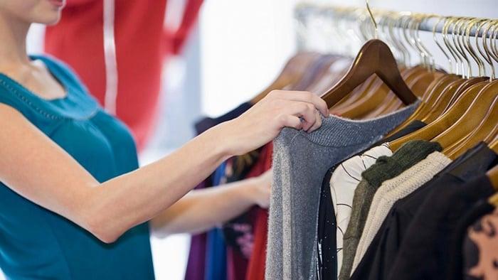 Como economizar dinheiro comprando roupas