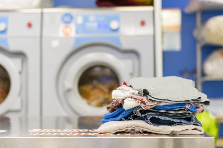 Dicas de como higienizar roupas para vender