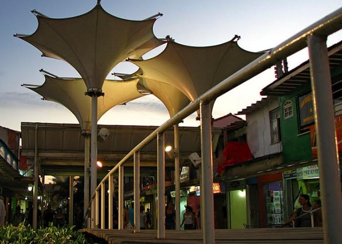 Rua do biquínis em Cabo Frio